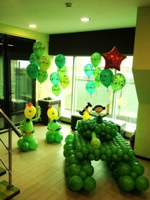 Зеленый танк из маленьких шариков