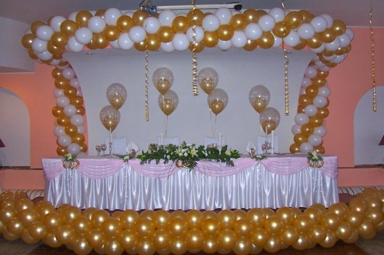 Гирлянда из шаров для оформления стола