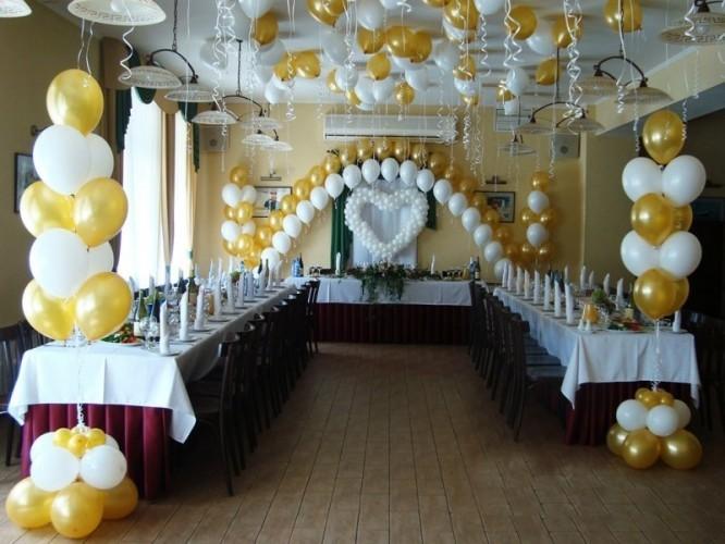 Украшение зала на свадьбу из двух цветов