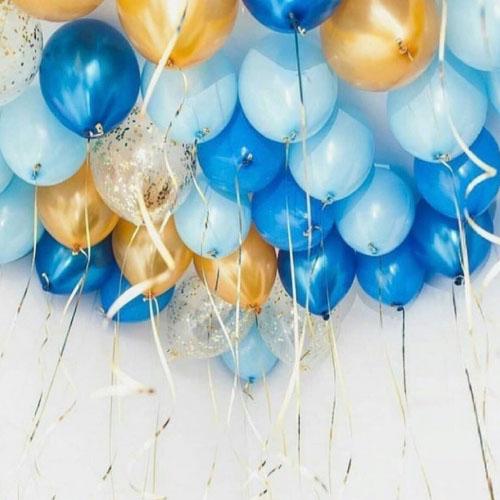 Голубые и золотые шары под потолок