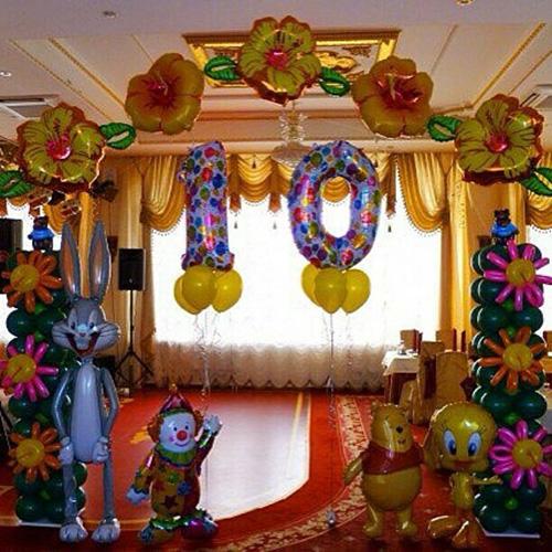 Арка из разноцветных шаров и фигур