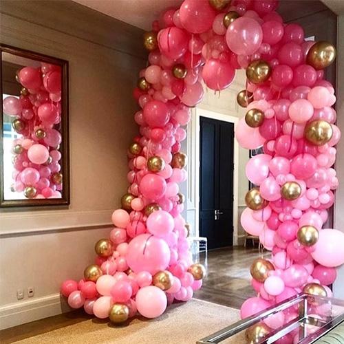Розовая арка из маленьких шариков