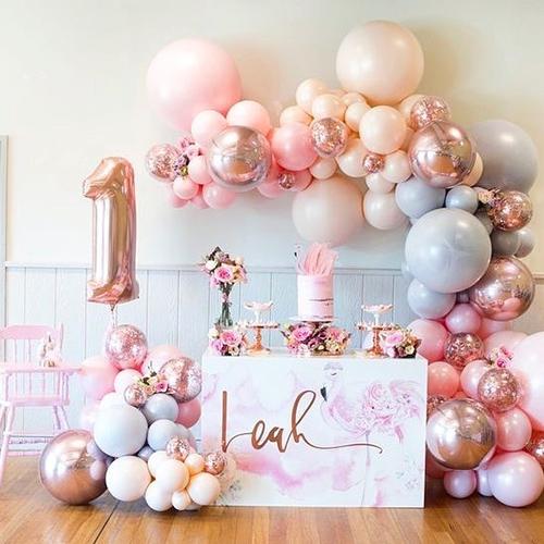 Полуарка из розовых шариков