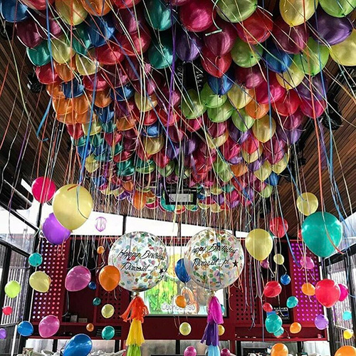 Большая композиция из разнцветных шаров