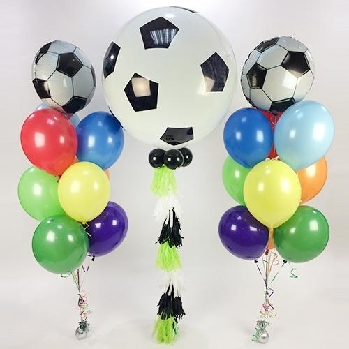 Композиция с футбольными мячами