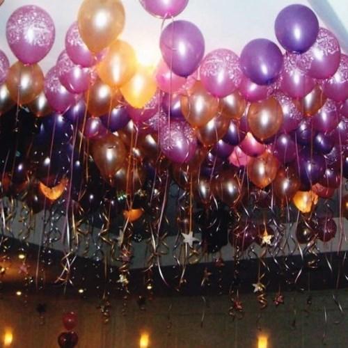 Оформление потолка в зале воздушными шарами на выпускной вечер