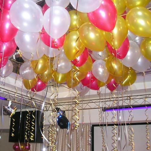 Шары под потолок белого, розового и золотого цвета